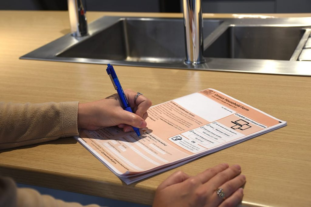 Completing the Australian Census by paper form